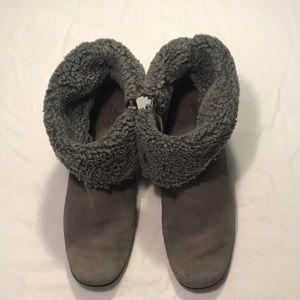 Clark Ankle Boots Sz 8 W. Gray Faux Fur Lining